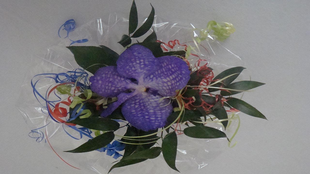 dekorationsidee orchideen strau selber binden kleiner. Black Bedroom Furniture Sets. Home Design Ideas