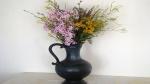 Ein Strauss mit Wiesenblumen für eine Bodenvase anfertigen