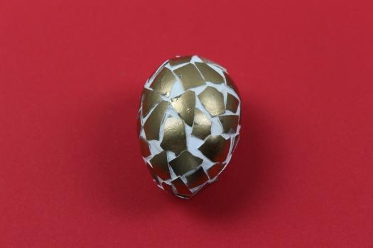 Mosaik Ostereier mit Eierschale und Strukturpaste gestalten