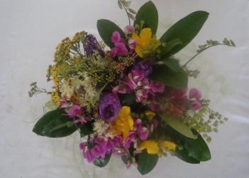 Vegetatives Blumenarrangement selbstgemacht Deko Anleitung