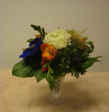 winter blumenstrauß mit moos und frühlingsblumen. - floristik anleitung