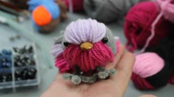 Vögel aus Wolle basteln, schöne Bastelidee mit Kinder