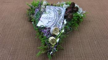 Grabschmuck Herz aus Moos für Allerheiligen ❁ Deko Ideen mit Flora-Shop