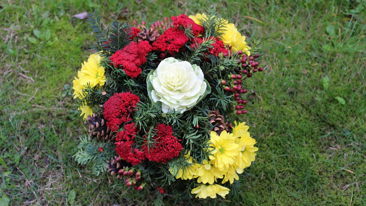 Grabschmuck Blumenstrauß für Allerheiligen, Totensonntag selber machen