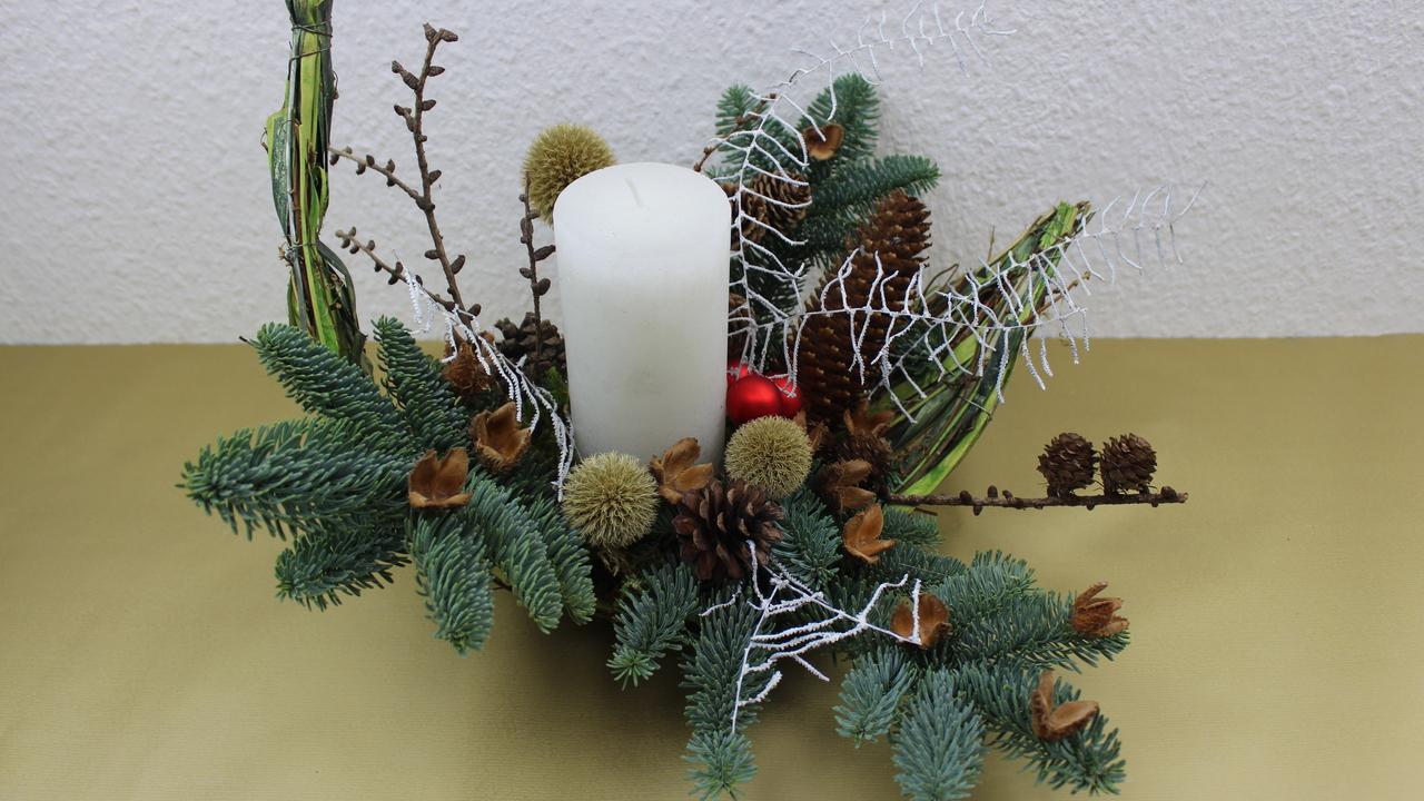 Weihnachtsdeko Adventsgesteck für den 1. Advent 2019 selber machen.