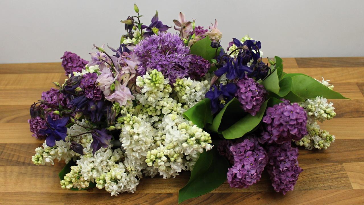 Blumengestecke mit Gartenblumen selber machen Floristik Video Anleitung
